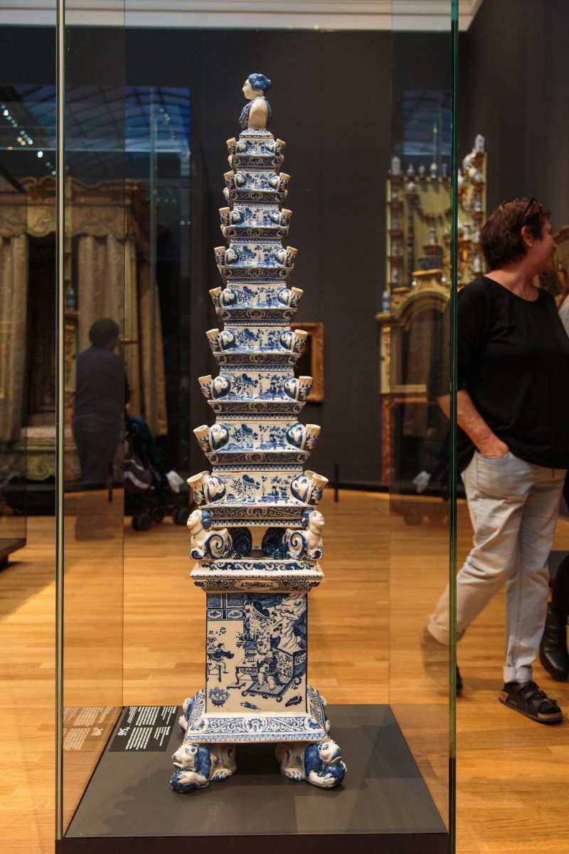 I didn't know the Dutch drew such inspiration from Chinese porcelain. This is actually a multi-level flower vase (they sell smaller imitations as souvenirs all over Amsterdam).